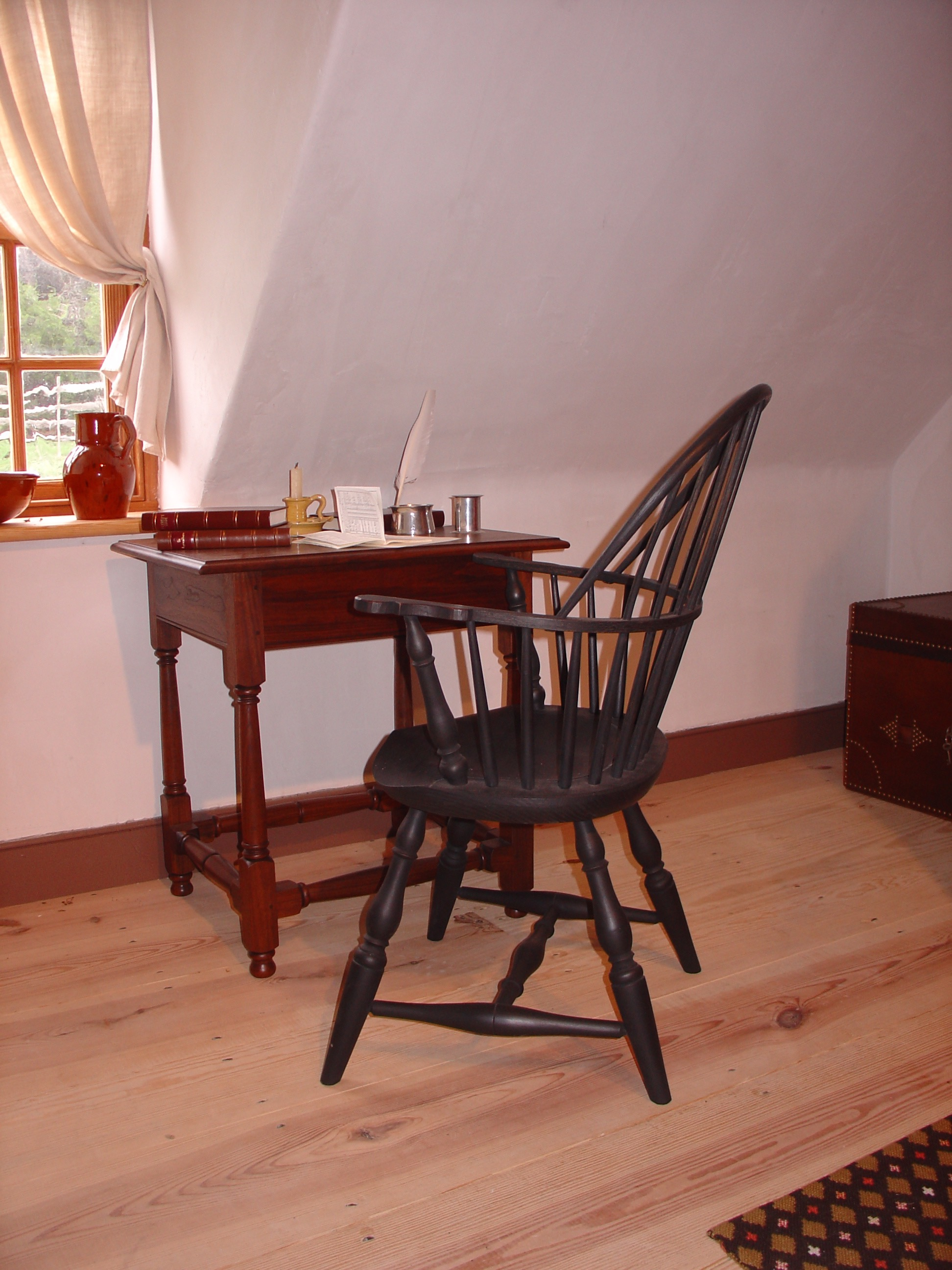 This is a 9 spindle Sack Back Windsor chair I built for the Distillery at Mount Vernon