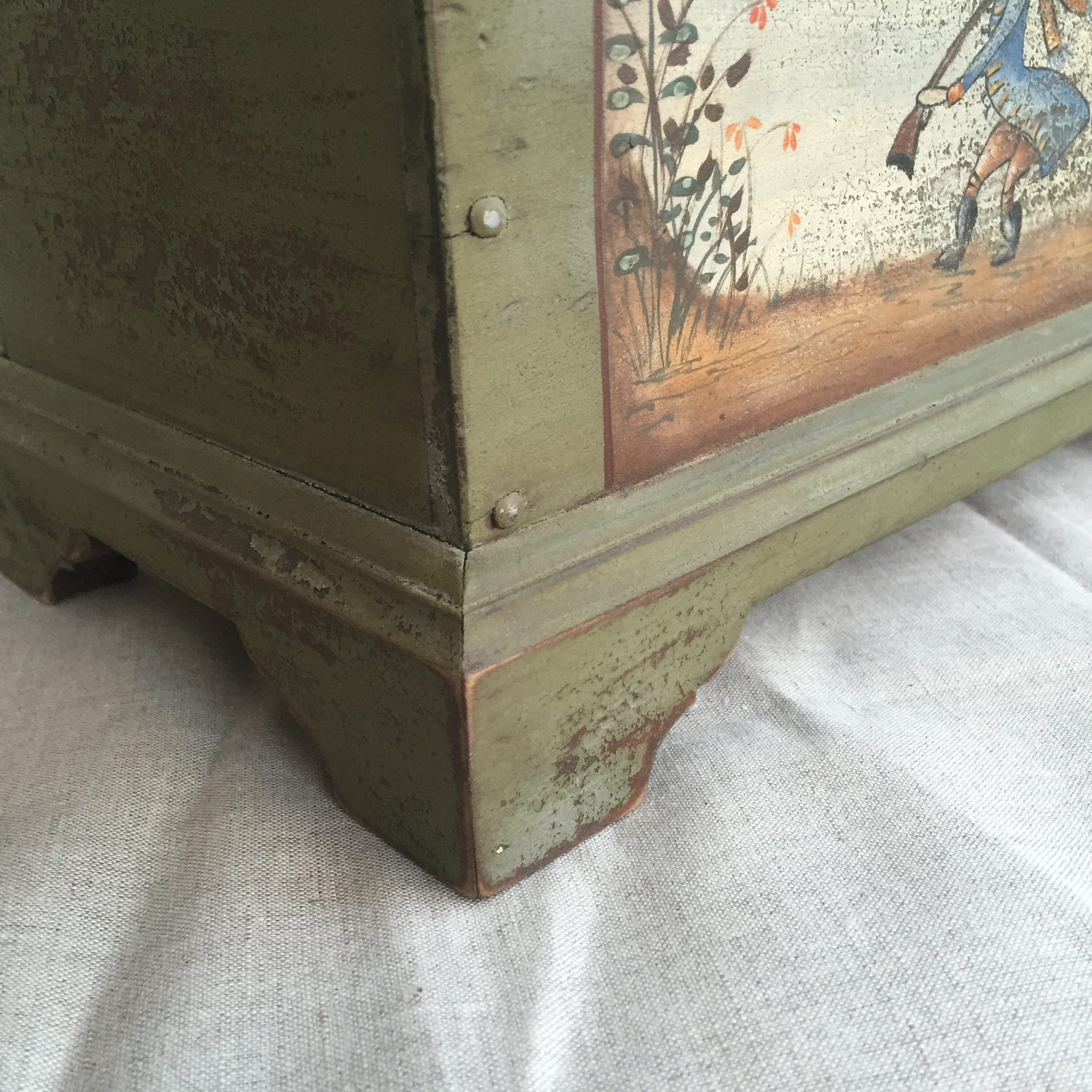 Green Keepsake box detail