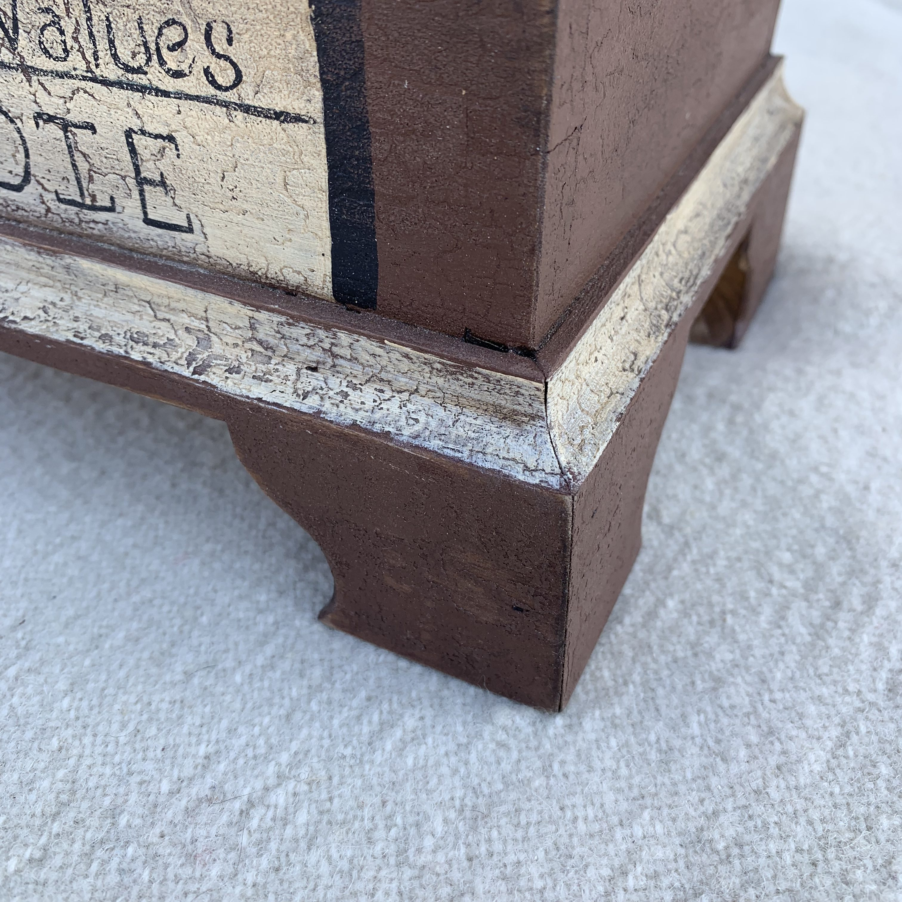Keepsake box foot detail